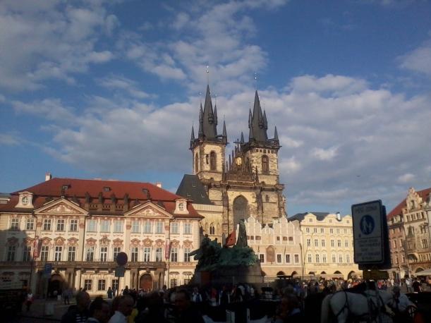 Kafka Square i Prag, med utsikt över Tynkyrkan (Foto: Charles Thulin)