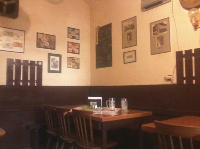 Riktigt trivsam pub med många tjecker - men få turister. (Foto: Charles Thulin)
