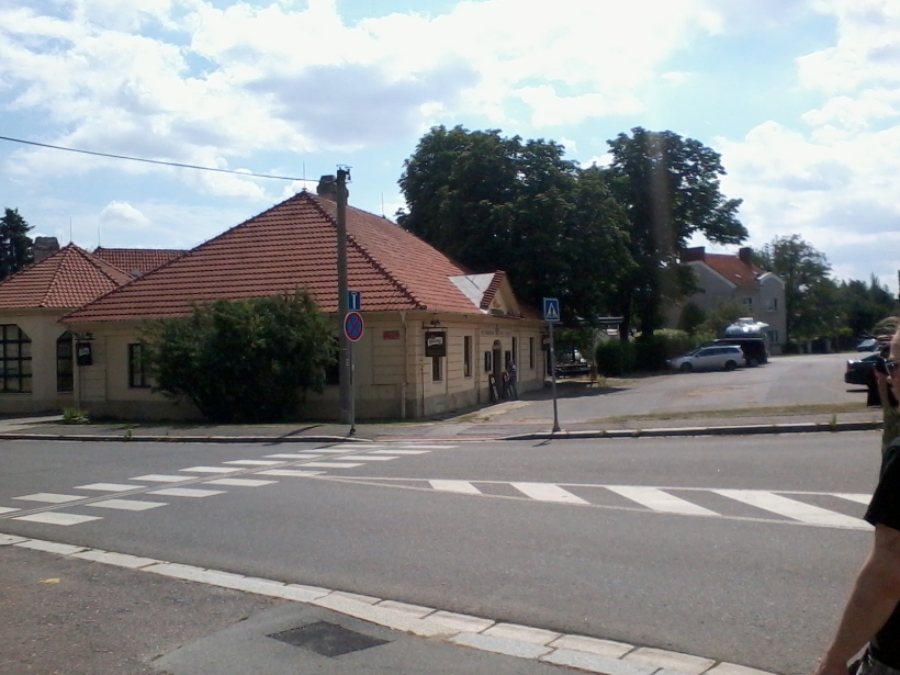 För den som ska besöka skelettkyrkan i Sedlec, alldeles i närheten av småstaden Kutná Hora (vilket är namnet på den tågstation man åker till) bör inte missa denna pub. (Foto: Charles Thulin)