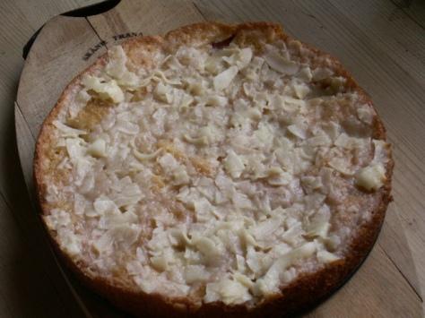 En god kokostosca förgyller den lättbakade äppelkakan och gör fikastunden till en härlig stund!