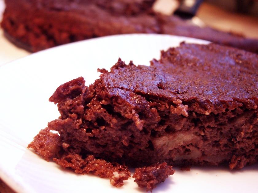 Den här kakan blir underbart saftig och fin och passar också jättebra som alternativ till kladdkaka, serverad med vispad grädde.