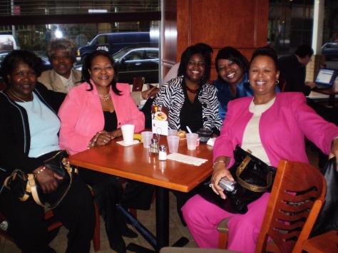 Glada väninnor från Atlanta, Georgia.