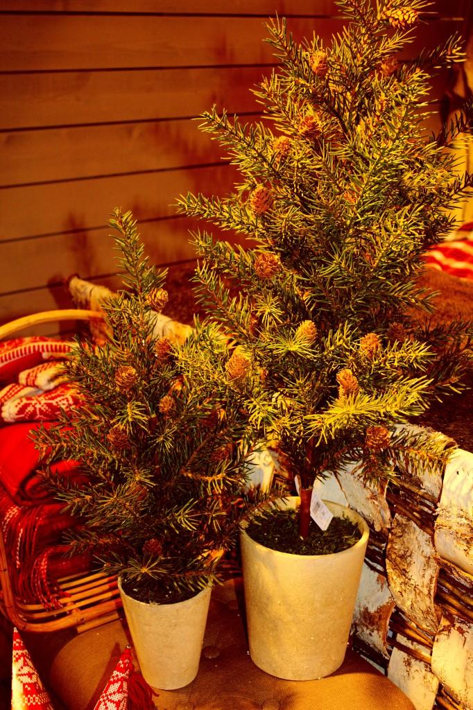 Back to nature. Går igen i hela Åhléns julkollektion i år. Mycket smakfullt!