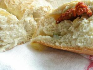Feströd med ost och soltorkade tomater och Verdial extra virgin. Supergott!