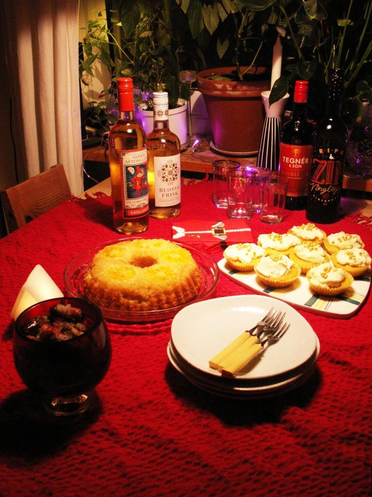 Saffrabscupcakes, mandarinkaka och baconlindade ädelostfyllda dadlar är en höjdare till glögg!