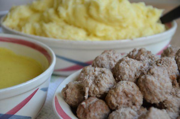 Kalvfrikadeller i currysås – en klassiker!