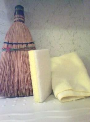 Broom,_sponge_and_towel