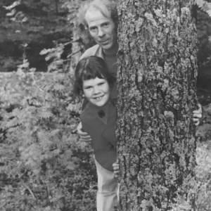 Pappa och jag under en höstlig söndagspromenad någon gång 1968. Mamma tog kortet.