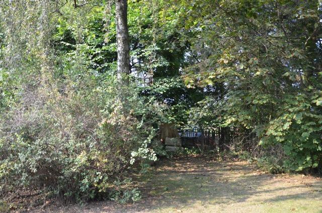 Här, helt nära Yngsjö kapell, låg Möllegården där mordet skedde. Idag finns en annan gård på exakt samma plats där Hanna Johansdotter mötte sitt öde 1889.
