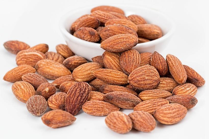 almonds-1768792_1920